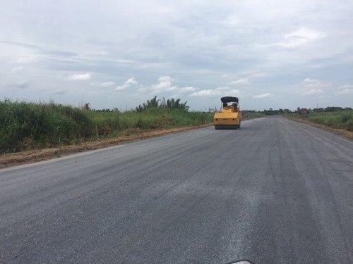 Tuyến đường ven sông dần thành hình khi thi công hạ tầng Vạn Phúc 2,3