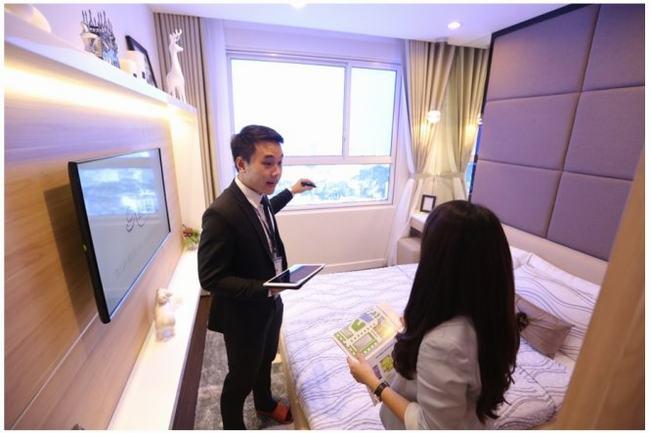 Phòng ngủ với view nhìn về mảng xanh Đầm Sen thu hút khách tham quan