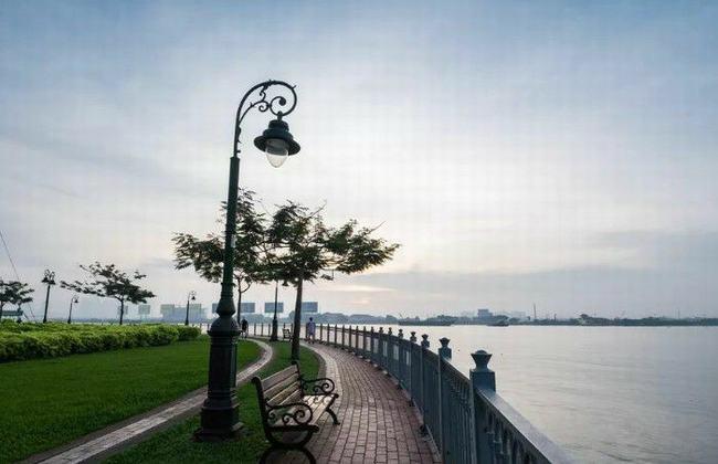 Công viên ghế đá, ngắm dòng sông Đồng Nai thơ mộng.