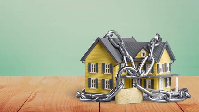 Liên hệ cơ sở mua bán uy tín để tránh rủi ro khi mua nhà đất đang thế chấp ngân hàng. Ảnh minh họa